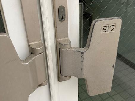 【帯広 鍵穴交換】店舗入り口ドアの鍵穴を交換しました。