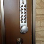 【旭川 テンキー錠】玄関ドアにテンキー錠を新規取付しました。