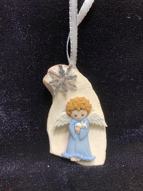 WP Seashell Ornament: Angel Holding Bunny