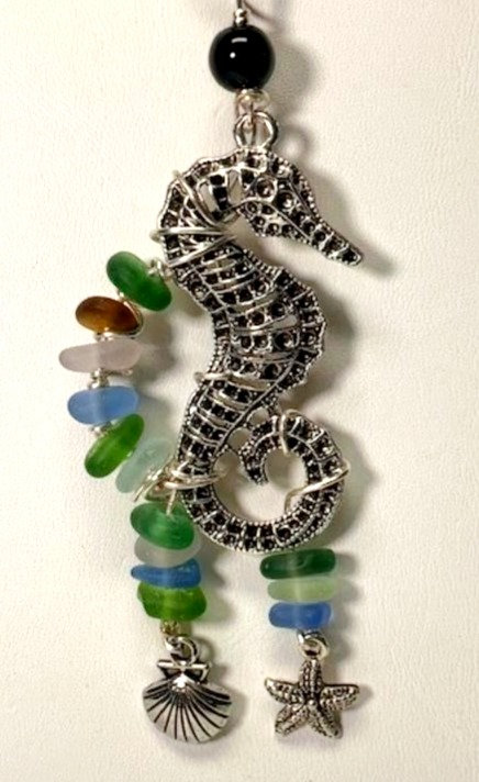 WP Large Seahorse with Sea Grass Pendant 4188