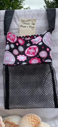 Lg Beach Combing Bags: Pink & Black Medallions