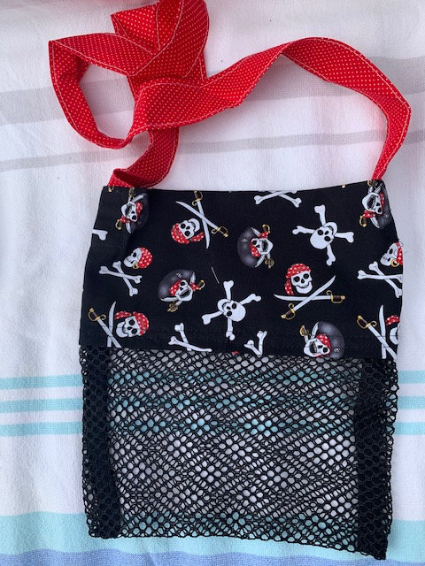 Small (Kid Size) Beach Combing Bags: Pirate Skulls