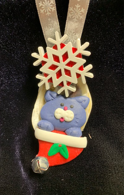 Seashell Ornament: Cat in Santa Hat