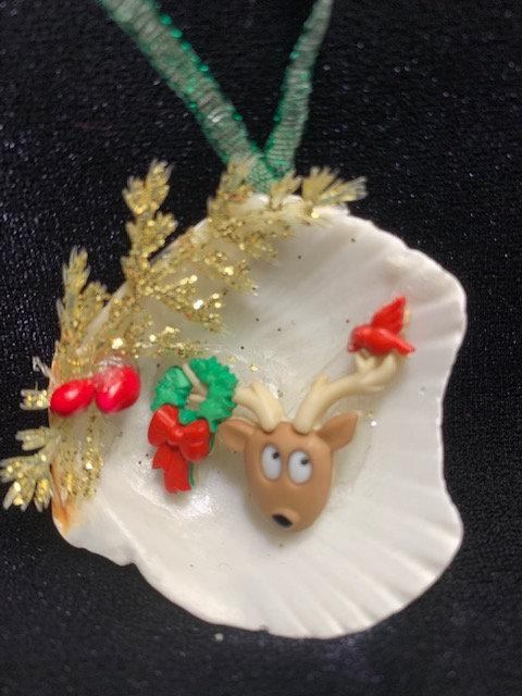 WP Seashell Ornament: Reindeer w/ Cardinal & Wreath