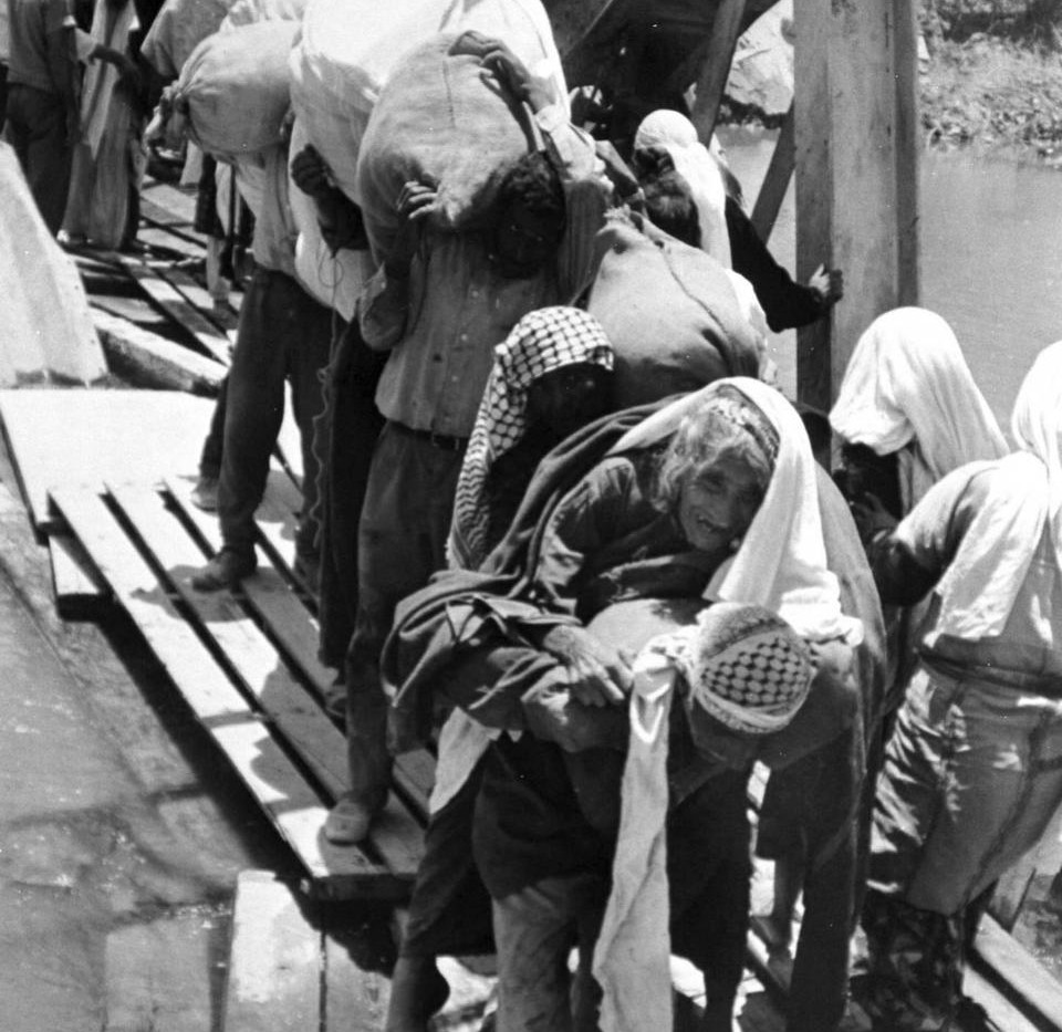 A United Nations file picture shows Palestinians refugees crossing the King Hussein Bridge (Allenby Bridge) to Jordan in 1967. (Reuters)
