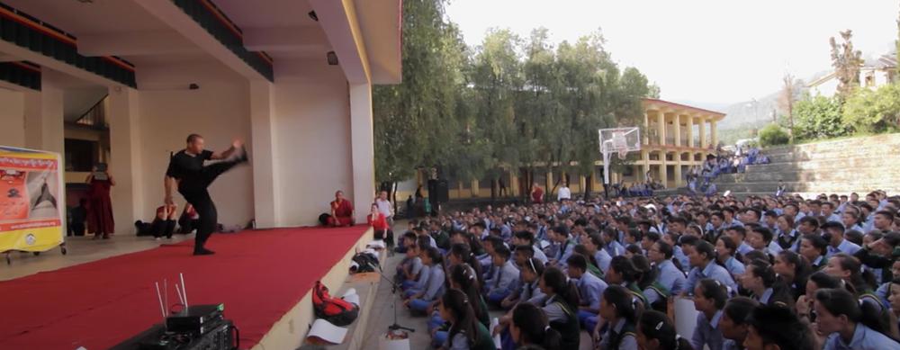 Démonstration de Tog Chöd aux élèves du Tibetan Children Village