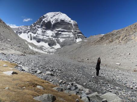 Que signifie un pélerinage au Kailash, la montagne associée à Varjayogini et à Chakrasambhava ?