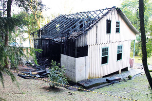 """""""Era uma casa muito engraçada que tinha um teto, tinha escada..."""""""