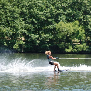 Woman-Waterskiing-on-One-Leg.png