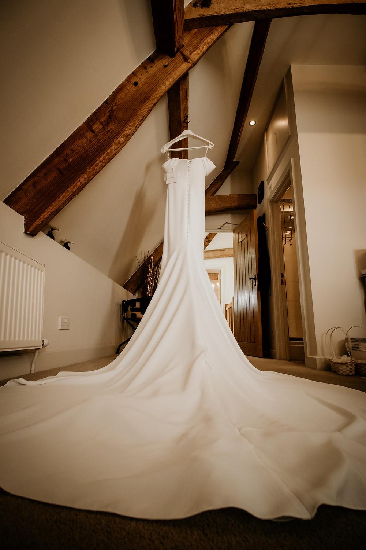makeup, bridal, portrait, b&w, black and white, mirror lights, bridesmaids, bridal party, pronovias, wedding dress, gown, barcelona, altelia,