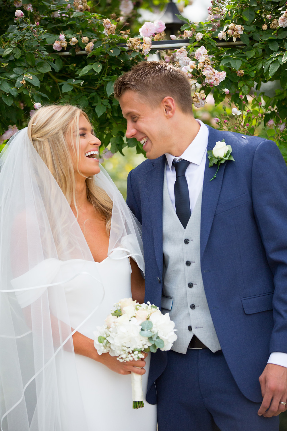 couple, portrait, session, kingscote, barn, cotswolds, informal, relaxed photography,