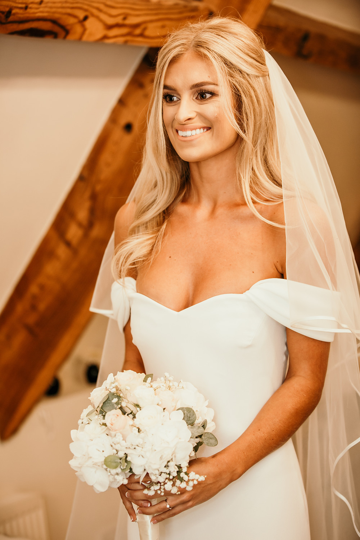 mother of the bride, hat, wedding, excited, pre-wedding, bridal suite, bridal, portrait, glam, pronovias, atelier, wedding, dress, gown, bouquet,