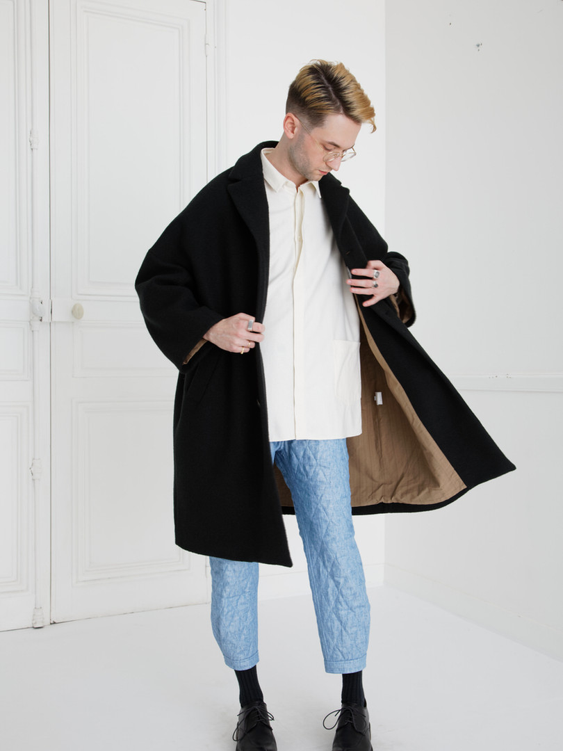 Coat : COPER Black Shirt :  SAM Ivory Pants : PHILIP Washed blue