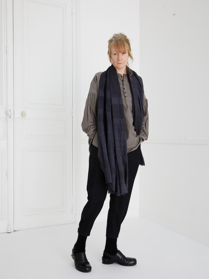 Shirt : BASIL Smoke taupe Pants : PHILIP Black Scarf : ANDREW Myrobalan  black