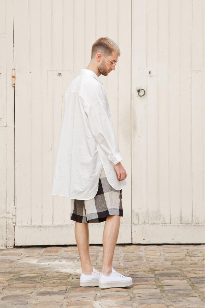 Top : STANLEY White Pants : PATRICE Beige / Black