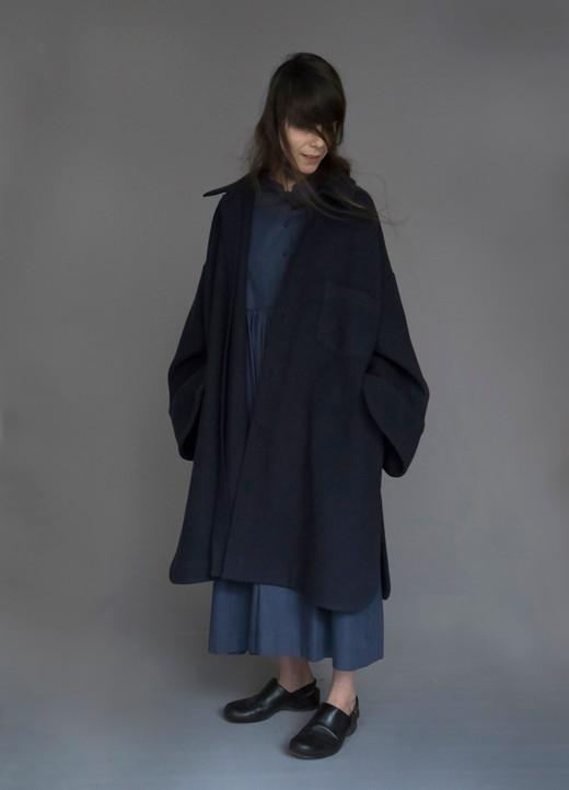 Coat : CARLO Dark navy Dress : DOLLY Navy