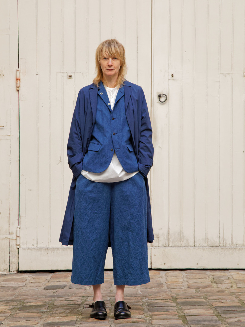 Coat : MARTIN Navy Jacket : JANE Indigo blue Shiet : BASIL White Pants : PIERRE Indigo blue