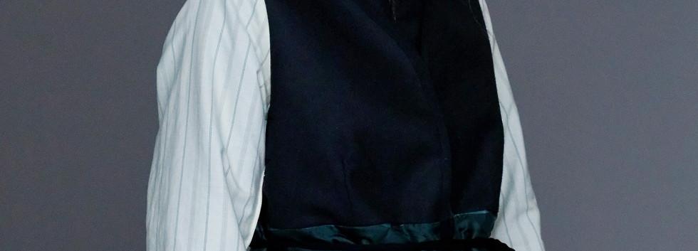 Jacket : JACQUES Black x Green Pants : PIERRE Black x Green