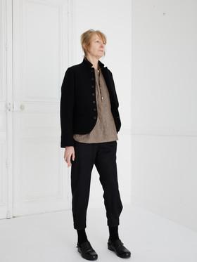 Jacket : JANE Black SHIRT : SCOTT Soil brown Pants : PHILI Black