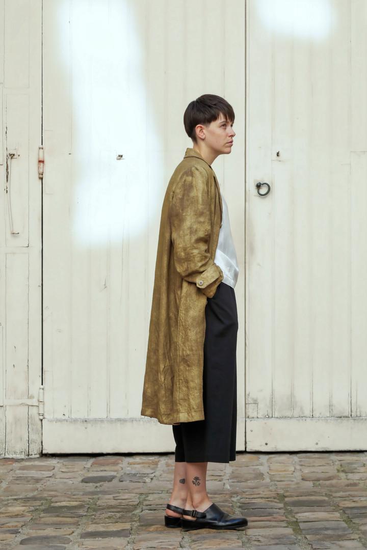 Coat : MARTIN Brass Top : THIBAUD White Pants : PIERRE Black