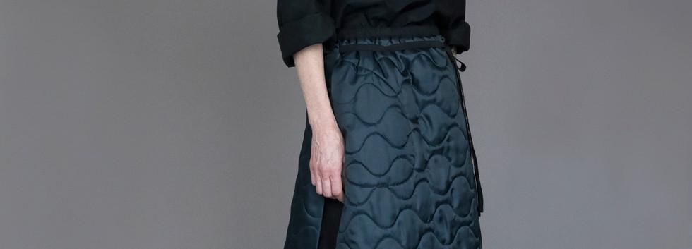 Shirt : SILVAN Black Skirt : STELLA Black