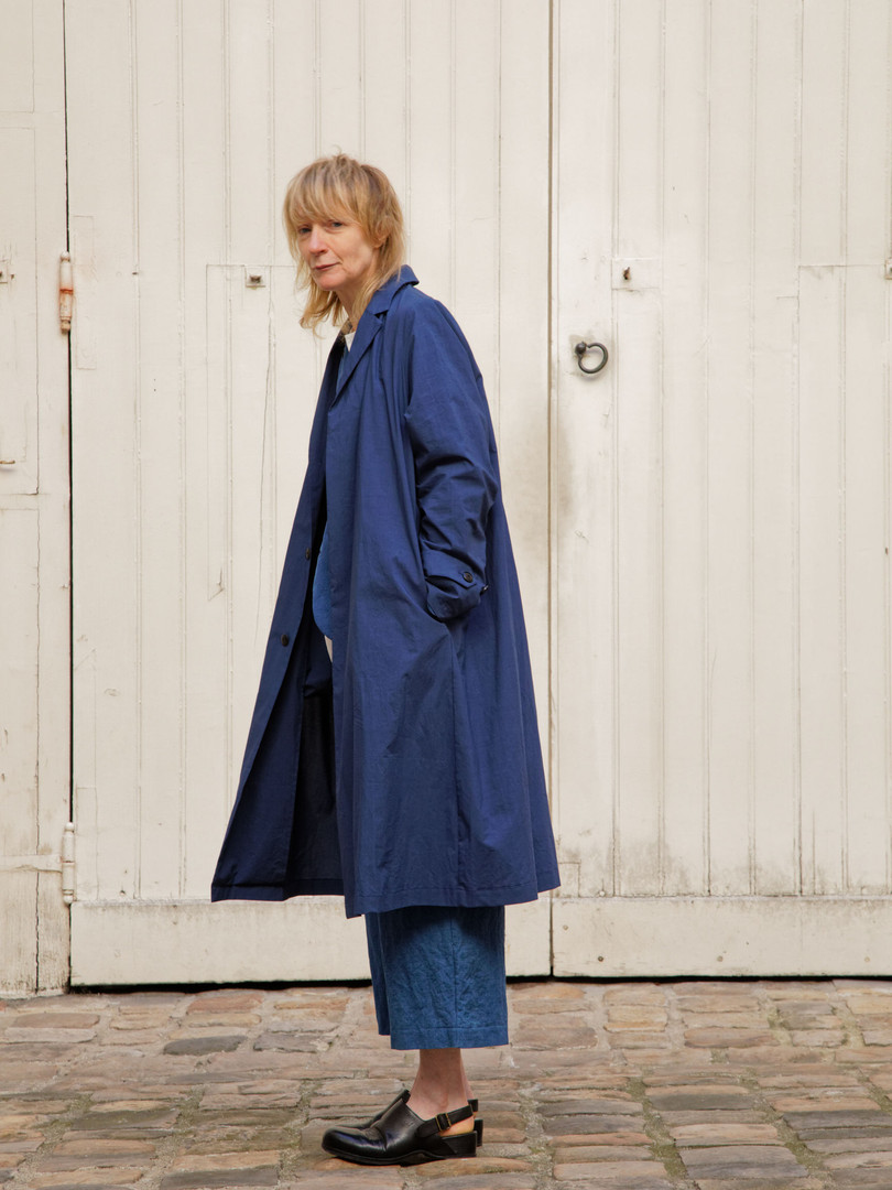 Coat : MARTIN Navy Jacket : JANE Indigo blue Shirt : BASIL White Pants : PIERRE Indigo blue