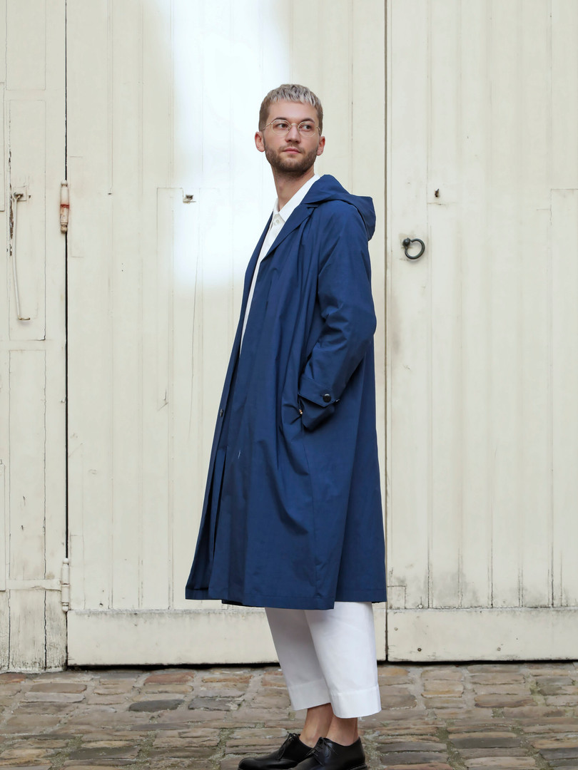 Coat : MARTIN Navy Top : STANLEY White Pants : PAUL White