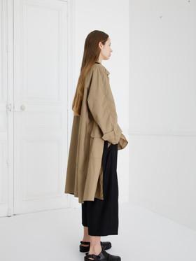 Coat : CHARLIE Khaki beige/ Black SHIRT : SAM Khaki beige Pants : PIERRE Khaki beige/ Black (reverse side)