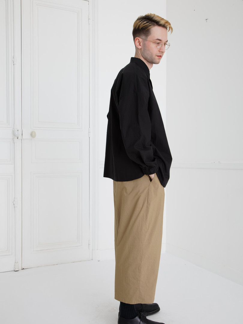 Shirt : SAM  Black Pants : PIERRE Khaki beige/ Black