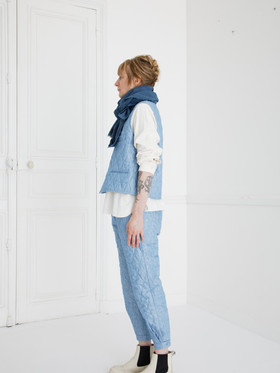 Waist coat : GILLES Washed blue Shirt : SCOTT Cotton Ivory Pants : PHILIP Washed blue Scarf : ALICE Indigo