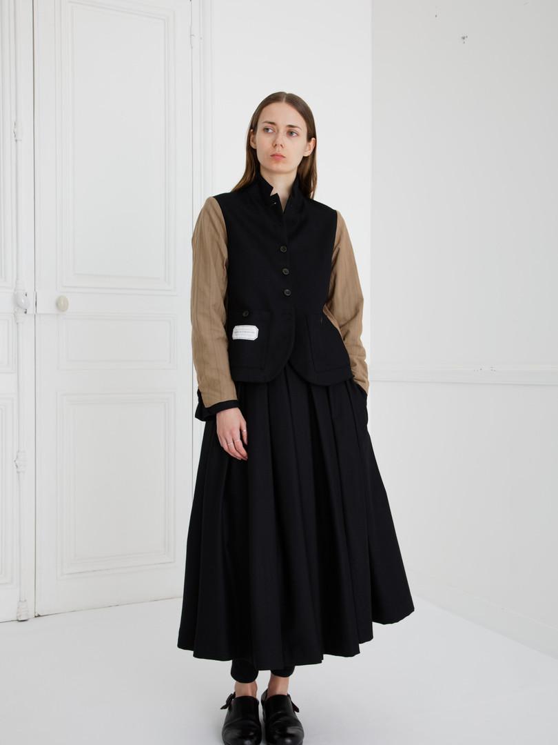 Jacket : JANE Black                   (reverse side) Skirt : SOLANGE Wool Black