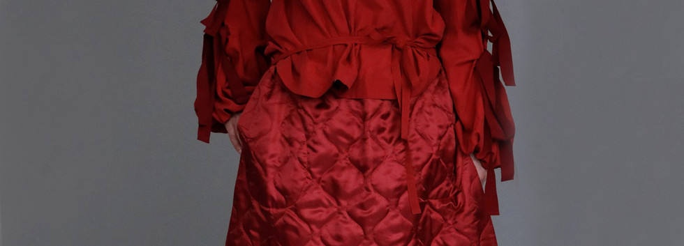 Shirt : SILVIA Red Skirt : STELLA Red