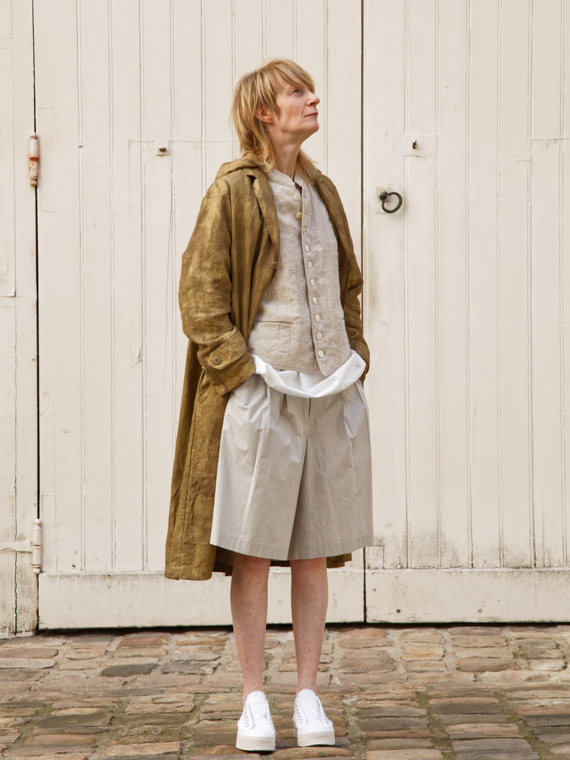 Coat : MARTIN Brass Jaket : JOE  Beige Tops : BASIL White Pants : PATRICE  Greige