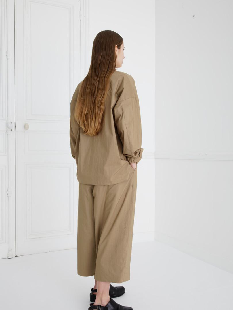 Shirt : SAM Khaki beige Pants : PIERRE Khaki  beige/ Black