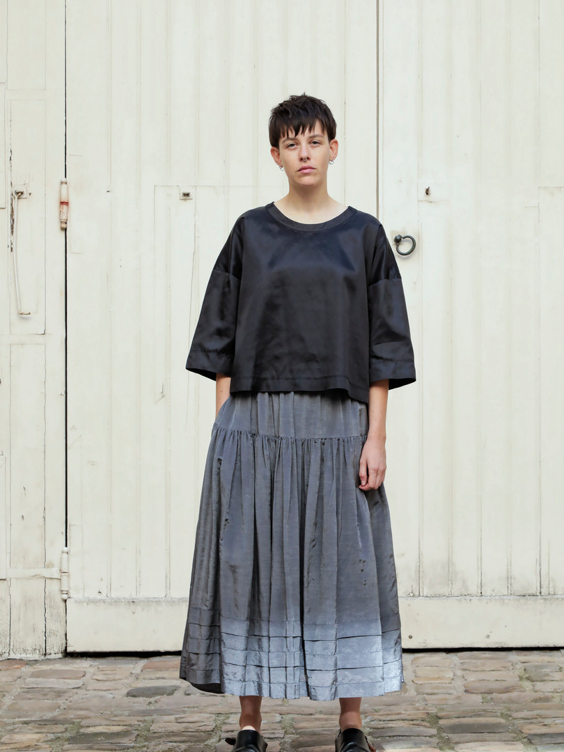 Top : THIBAUD Black Skirt : SANDRINE Steel grey