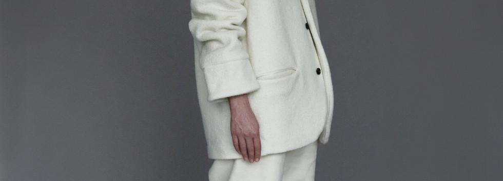 Jacket : EDOUARD White Pants : PAUL Ivory