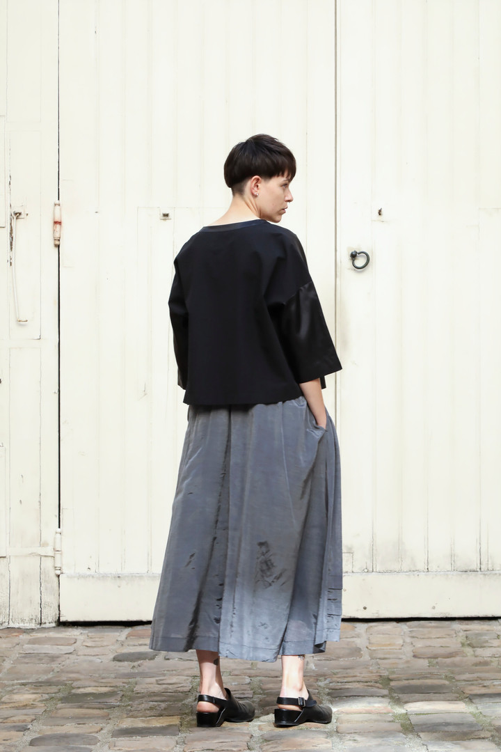 Top : THIBAUD Black Skirt : SANDRINE Steel grey