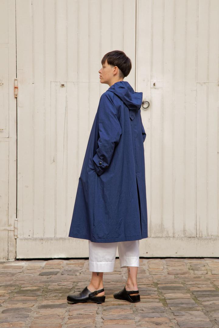 Coat : MARTIN Navy Top : STANLEY Light Blue Pants : PAUL White