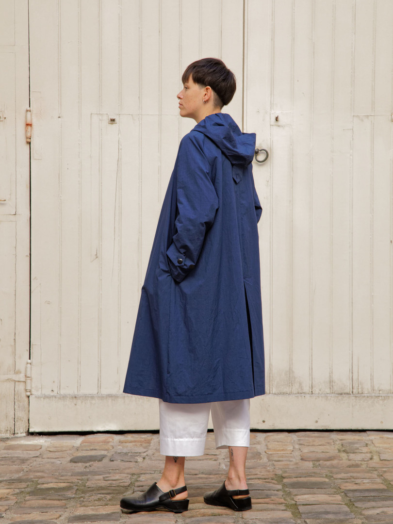 Coat : MARTIN Navy Top : STANLEY Light Blue Pants : PAUL White