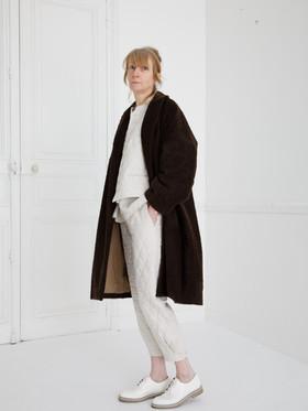 Coat : COPER Cacao brown Waist coat : GILLES Ivory Shirt : SCOTT Linen Ivory Pants : PHILIP Ivory