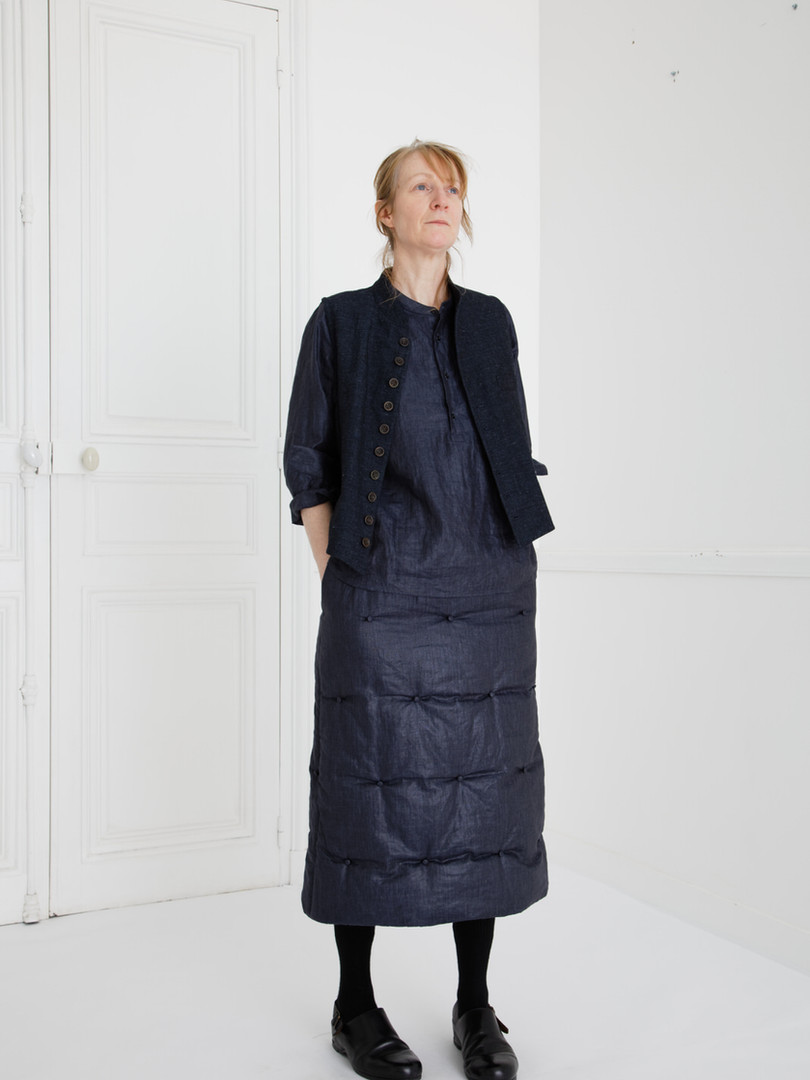 Waist coat : GILLES Indigo blue Shirt : SCOTT Navy Skirt : SUSETTE Navy