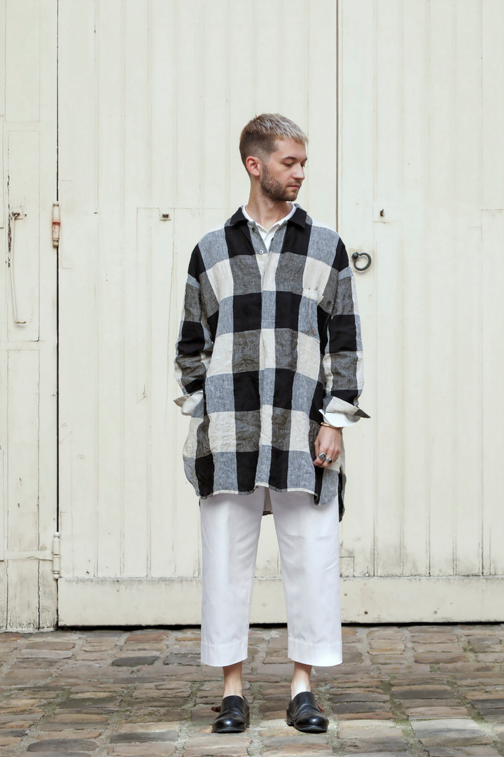 Shirt : STANLEY Beige/ Black Pants : PAUL white