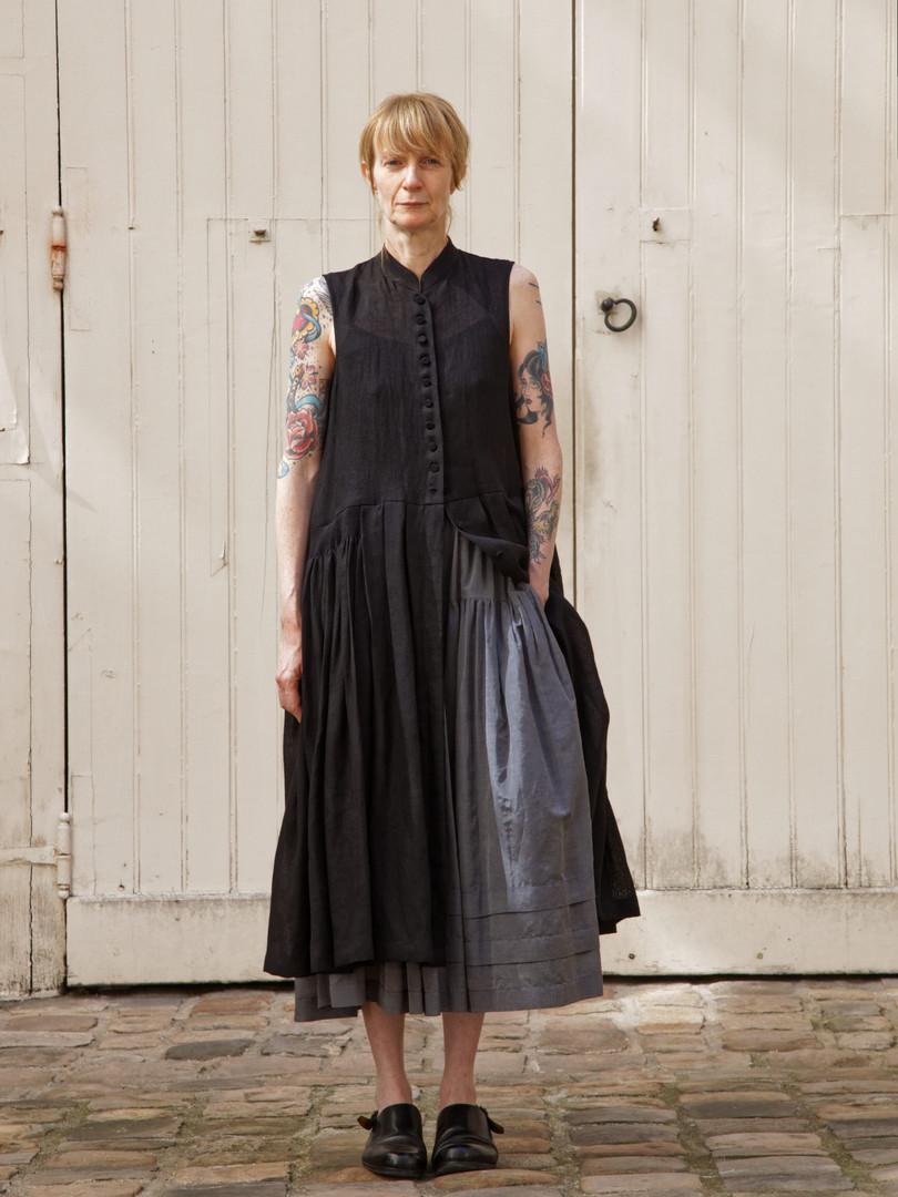 Dress : CLARA Black Skirt : SANDRINE  Steel grey
