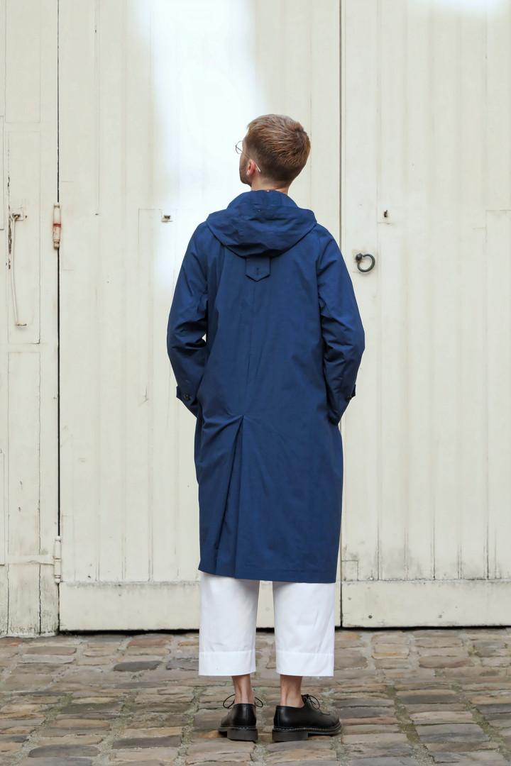 Coat : MARTIN Navy Top : STANLEY White Pants : PAUL White