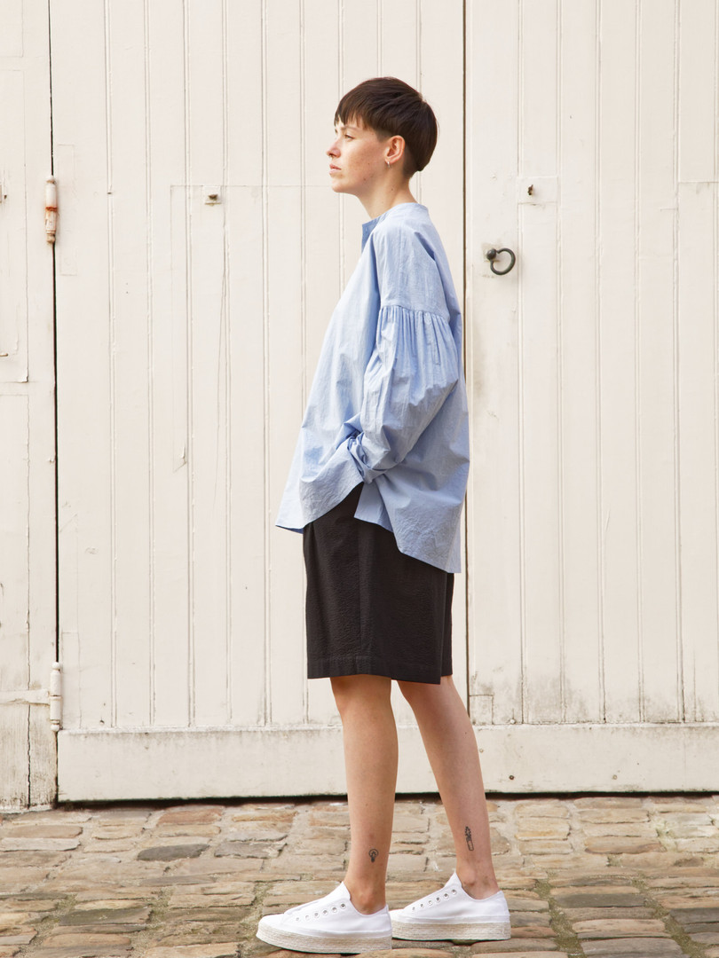 Shirt : BASIL Light blue Pants : PATRICE Black