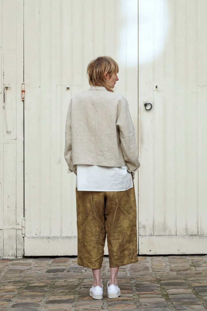 Jacket : JOE Beige Shirt : BASIL white Pants : PIERRE Brass