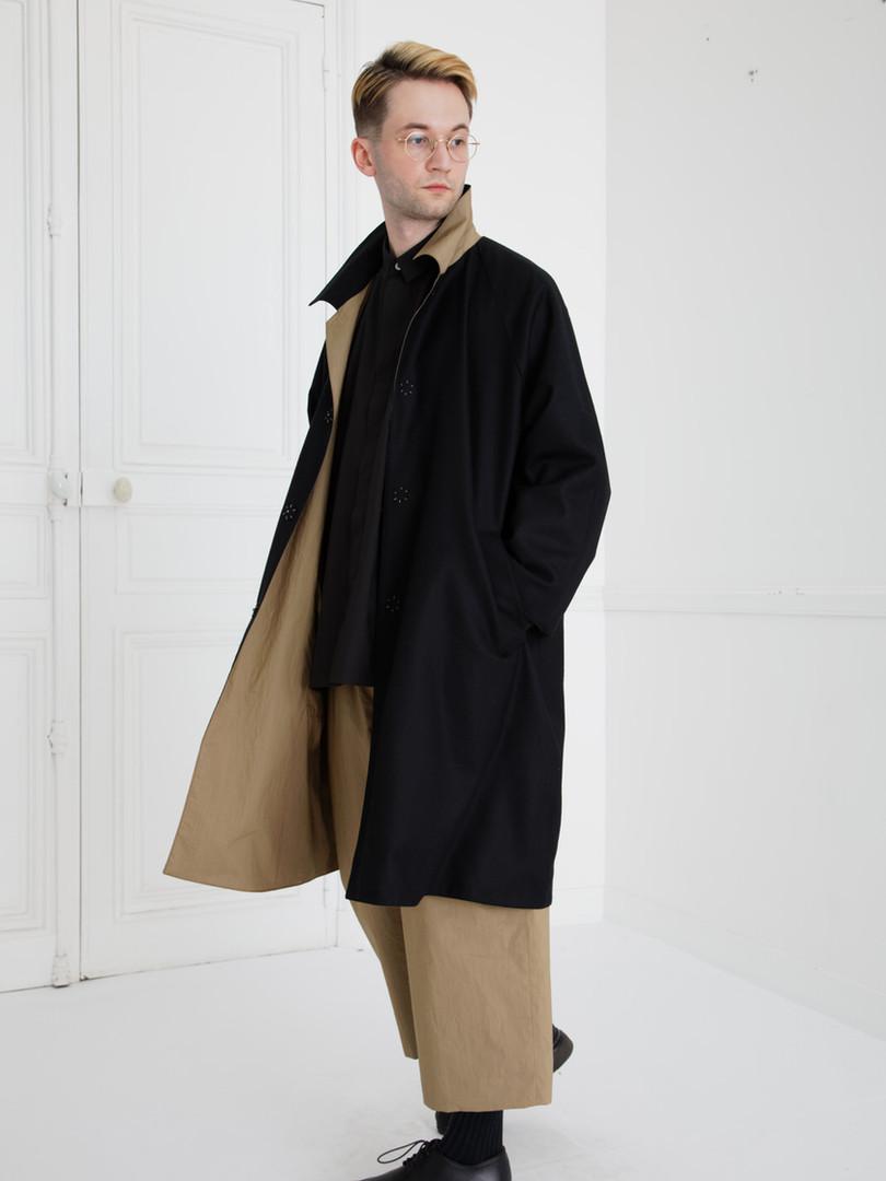 Coat : CHARLIE Khaki beige/Black (reverse side) SHIRT : SAM Black Pants : PIERRE Khaki beige/Black