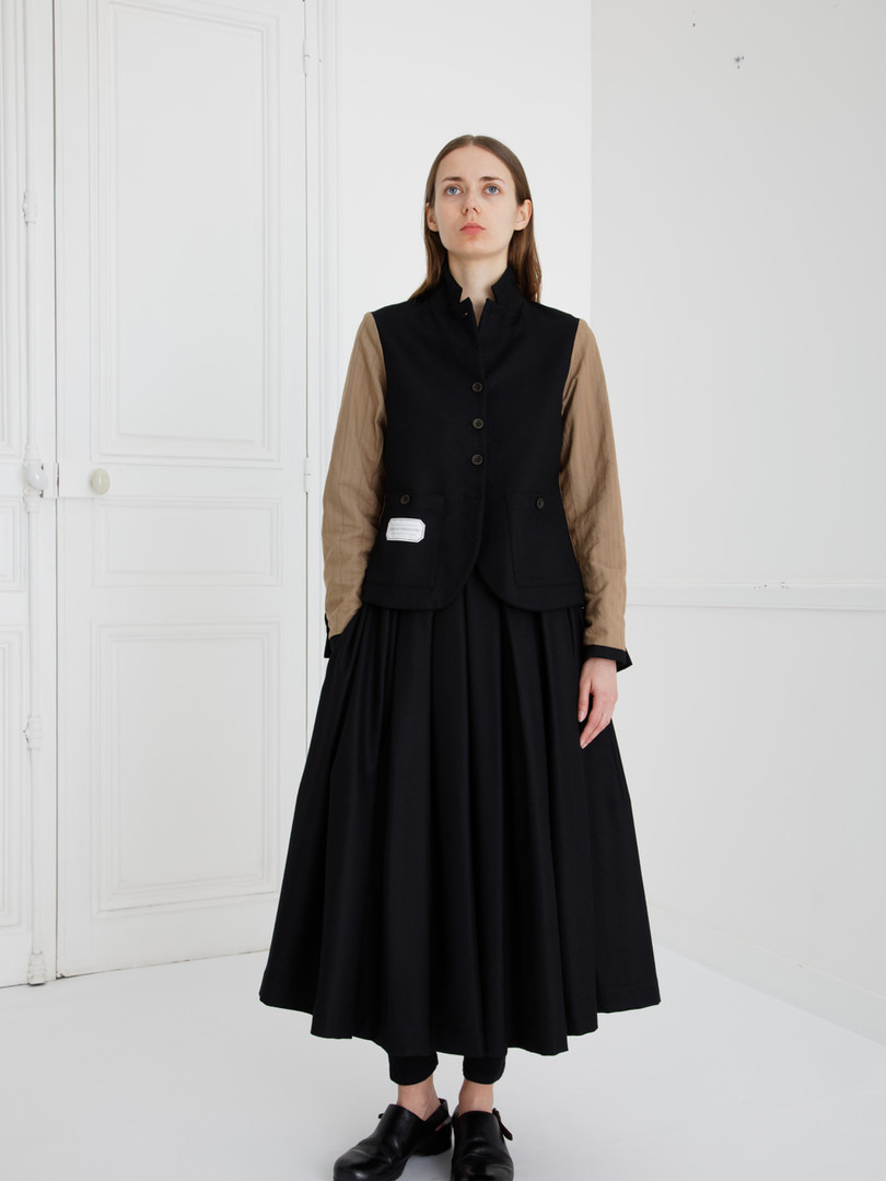 Jacket : JANE Black                   (reverse side) Skirt : SOLANGE Wool Black