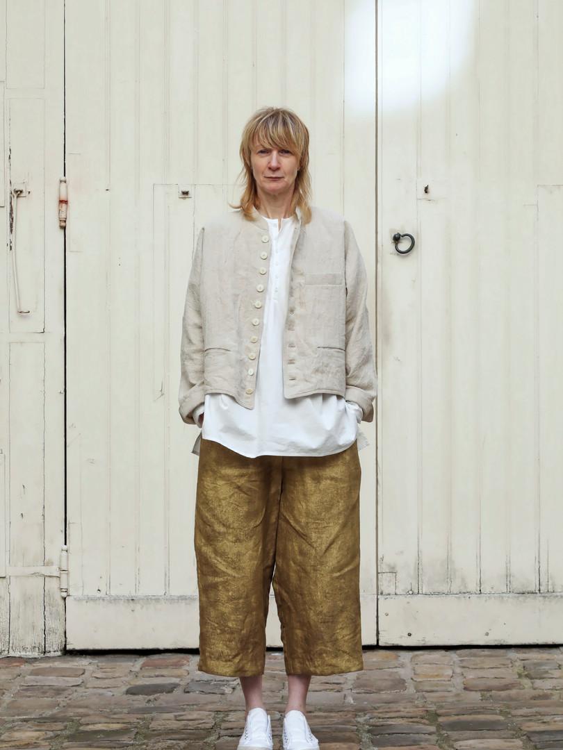 Jacket : JOE Beige Shirt : BASIL white Pants : PIERRE Brass