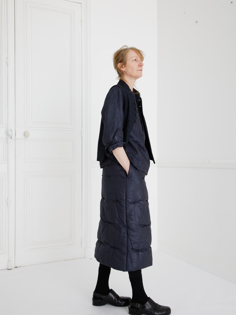 Waist coat : GILLES Indigo blue Shirt : SCOTT Navy Skirt : SUSETTE Navy